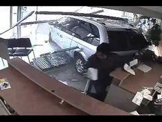 Motorista invade escritório e atropela mulher (vídeo) +http://brml.co/1COALlI