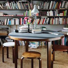 Artek - 91 et 95 Round Tables - Alvar Aalto Alvar Aalto, Home Interior, Interior And Exterior, Interior Design, Design Shop, Scandinavia Design, Scandinavian Home, Autumn Home, Home Collections