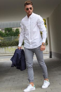 Moda masculina.                                                                                                                                                                                 Más Gray, White Sneakers, Midnight Blue, White Button Up, Men Wear, Men Fashion