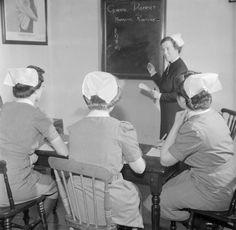 QUEEN'S INSTITUTE DISTRICT NURSING Training 1944