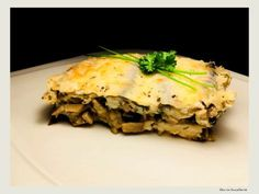 lasagna vegetariana cu ciuperci si vinete Lasagna, Spanakopita, Naan, Meat Recipes, Eggplant, Diet, Ethnic Recipes, Desserts, Paste