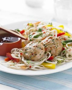 Low FODMAP and Gluten Free - Thai spiced turkey patties with noodle salad http://www.ibssano.com/thai_spiced_turkey_patties.html