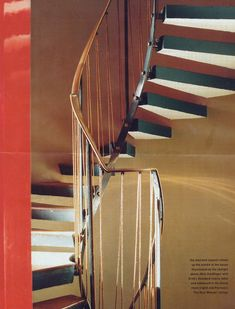 Erno Goldfingers house No. 2. Willow Road, Hampstead, London / central staircase with floating treads