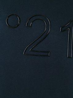 Achetez sweat à logo imprimé en Gisa from the world's best independent… Hang Ten, Graphic Prints, Graphic Tees, Print Finishes, Guerilla Marketing, Fashion Details, Fashion Design, Ex Machina, Poster S