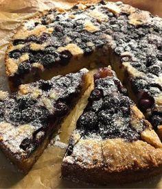 Seg blåbärskaka som du snabbt rör ihop i en kastrull – Kryddburken Cookie Desserts, No Bake Desserts, Dessert Recipes, Cake Recipes, Bagan, Tart, Cake Bites, Swedish Recipes, Sweet Pastries