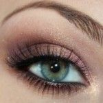 Makeup for Green eyes - green eyes love purple tones including royal purples for a more dramatic look or even more of a maroon like this one for more of a subtle look Neutral Eyeshadow, Eyeshadow For Brown Eyes, Neutral Makeup, Purple Eyeshadow, Gold Makeup, Makeup For Green Eyes, Pink Makeup, Makeup Eyes, Simple Eyeshadow Looks