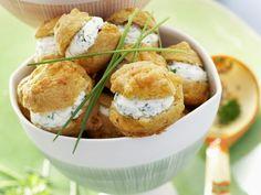 Pikante Windbeutel mit Kräuterfrischkäse ist ein Rezept mit frischen Zutaten aus der Kategorie Brandteig. Probieren Sie dieses und weitere Rezepte von EAT SMARTER!
