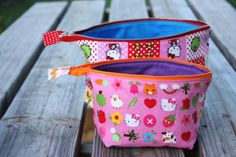 noodlehead: open wide zippered pouch: DIY tutorial - Best zippered pouch tutorial by zelma Sewing Projects For Beginners, Sewing Tutorials, Sewing Tips, Bag Tutorials, Free Sewing, Diy Projects, Sewing Ideas, Hello Kitty, Diy Sac