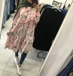 Pinterest: just4girls Hijab Casual, Modest Fashion Hijab, Hijab Chic, Abaya Fashion, Mode Outfits, Fashion Outfits, Abaya Mode, Hijab Stile, Modele Hijab