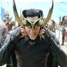 Thor: Ragnarok Gag Reel. Gif-set (by thehumming6ird.tumblr): http://thehumming6ird.tumblr.com/post/171055846925/thor-ragnarok-gag-reel-loki-edition-pt-6  #TomHiddleston #Loki #ThorRagnarok