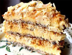 Mulți spun că e cel mai bun tort din lume! Eu sunt de acord! INGREDIENTE: Pentru 3 blaturi subțiri 6 albușuri 6 linguri de zahăr 2 și 1/2 linguri de făină 150 g alune de pădure/nuci măcinate Pentru crema de gălbenușuri 10 gălbenușuri 10