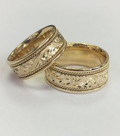 yellow gold hand engraved men's wedding yellow gold (pure Comfort fitAvailable sizes 6 to in white gold and rose gold Wedding Rings Sets Gold, Unique Wedding Bands, Wedding Jewelry, Gold Rings, Wedding Band Engraving, Gold Ring Designs, Or Rose, Rose Gold, Hand Engraving