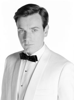 """#EwanMcGregor in """"Down with love"""" by #PeytonReed 2003 -- #BowTie"""