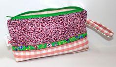 """Kosmetiktäschchen / Schminktasche """"Pink & Green"""" von DIY Eule auf DaWanda.com http://www.facebook.com/DIYeule #naehen #taeschchen #DIYeule"""