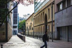 Sigue el camino #barcelona #road #street #streetphotography #city #urban #outdoors #man #tree #trip #travel