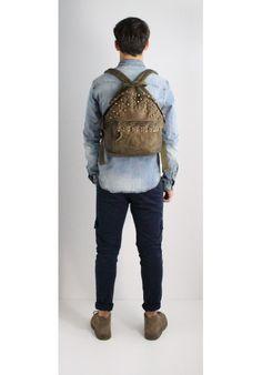 ZAINO IN PELLE CON BORCHIE GREEN - Melissa Agnoletti http://www.melissaagnoletti.com/it/accessori/1476-zaino-in-pelle-con-borchie-brown.html #Melissaagnoletti #Fashion #Style