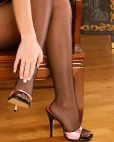 Stockings Heels, Black Stockings, Polished Toes, Toe Polish, Hot Heels, Great Legs, Sky High, Sexy Legs, Slide Sandals