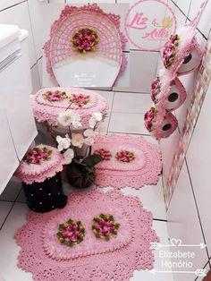 Crocheted Bathroom Set Ideas for Crochet Lovers Crochet Dishcloths, Crochet Doilies, Crochet Stitches, Crochet Patterns, Crochet Shoes, Crochet Slippers, Crochet Table Runner, Flower Pillow, Miniature Crafts