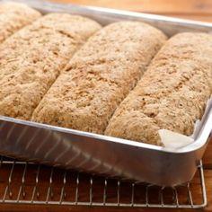 Bak fire brød på en gang. Frys dem ned så har du alltid tilgang på ferskt brød.Kilde: Opplysningskontoret for brød og korn. Foto: Opplysningskontoret for brød og korn