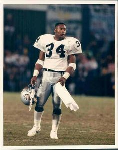 Bo Jackson played professional football and baseball during the Raiders Players, Nfl Raiders, Oakland Raiders Football, Raiders Baby, American Football, Football Players, Football Team, Raiders Stuff, Raiders Cheerleaders