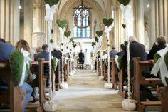 Findet Ihre Trauung in der örtlichen Kapelle oder Kirche statt, so wird dies die wohl wichtigste Location der gesamten Hochzeit sein - und diese sollte natürlich entsprechend auch dekoriert sein!