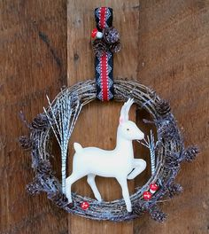 Small Woodland Wreath (bountiful pics) - OCCASIONS AND HOLIDAYS - All Holiday crafts, Knitting, Art, sewing, crochet, tutorials, children crafts, jewelry, needlework, swaps, papercrafts, Polymer clay, cooking, Quilting, Video How-To's, and so much more on Craftster.org