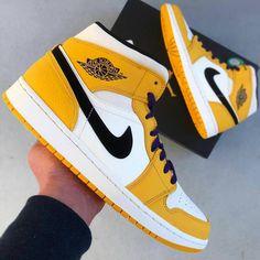 Cute Nike Shoes, Cute Sneakers, Nike Air Shoes, Shoes Sneakers, Kd Shoes, Shoes Jordans, Nike Socks, Nike Air Jordans, Air Force Sneakers