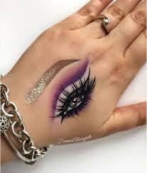 Resultado de imagen para eye makeup on hand