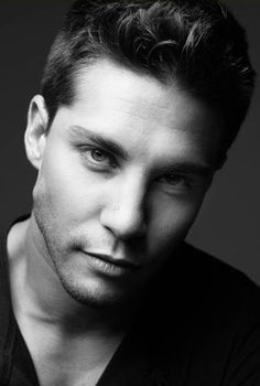 Yum. Dean Geyer - this is who I imagine Four's character in Divergent