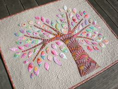 This is a gorgeous appliqued tree quilted project idea. I love this.
