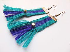 Aros tejidos en telas Mapuche Inkle Weaving, Inkle Loom, Card Weaving, Tablet Weaving, Fiber Art Jewelry, Textile Jewelry, Fabric Jewelry, Jewelry Art, Jewellery