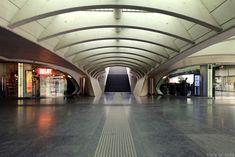 Architecture Gare des Guillemins Liège - Santiago Calatrava - galerie boutiques