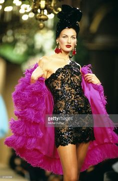 Model walks on the catwalks at YSL High Fashion Show Spring/Summer 1996 during the fashion week 1995 in Paris, France. Get premium, high resolution news photos at Getty Images Fashion Week, 90s Fashion, Retro Fashion, Trendy Fashion, Fashion Show, Vintage Fashion, Fashion Outfits, Christian Dior, High Fashion Photography