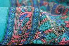 Fabuleux foulard femme pas cher mode dans la tendance, ce beau foulard fleur à motifs. Ce beau foulard en soie pour fille fashion original à petit prix.