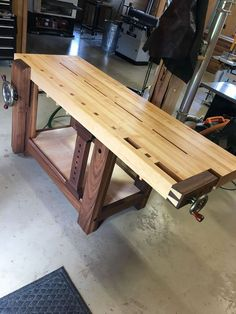Awesome 43 Flawless Workbench Design Ideas That Will Make Work More Comfortable Craftsman Workbench, Tool Workbench, Workbench Designs, Woodworking Workbench, Woodworking Projects Diy, Woodworking Shop, Wood Projects, Workbench Ideas, Hardwood Plywood