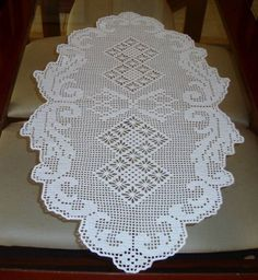 Centro de mesa em crochê filé confeccionado com linha Cléa cor 8001 (branca) R$ 95,00