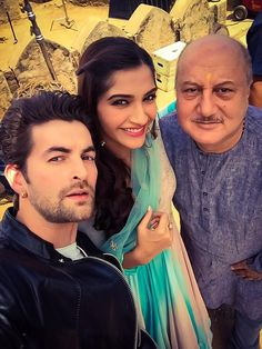 It's raining pics right from the Udaipur leg of Prem Ratan Dhan Payo! The much awaited film, Sooraj Barjatya's Prem Ratan Dhan Payo has us all anticipated too. And it is learnt that it is being shot diligently in Udaipur, Rajasthan. Prem Ratan Dhan Payo, Neil Nitin Mukesh, Anupam Kher, Pose For The Camera, Bollywood Stars, Bollywood Fashion, Udaipur, Sonam Kapoor, Salman Khan