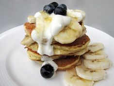 Pancakes cu banane si afine (fara zahar)- reteta rapidă pentru mic-dejun Baby Food Recipes, Dessert Recipes, Pancakes, Deserts, Breakfast, Interior, Recipes For Baby Food, Morning Coffee, Indoor