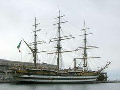 L'Amerigo Vespucci, nave scuola della Marina Militare Italiana, in porto a Trieste al molo della Stazione Marittima