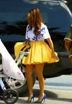Kourtney Kardashian I love this outfit Kourtney Kardashian, Estilo Kardashian, Kardashian Style, Laura Lee, Glamour, Cute Skirts, Facon, I Love Fashion, Women's Fashion