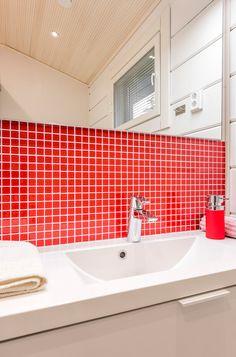 Seinässä Kristallimosaiikki punainen 23x23 mm. #pukkilalaatat #pukkila
