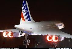 afterburner Airfrance concorde plane Avion concorde Airfrance de nuit aéroport CDG Charles de Gaulle Paris