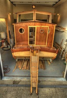 Homemade Houseboat – Work of Art