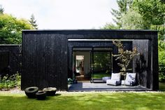Cottage house with simple architecture that matches the simplicity. This cottage designed by architect Rasmus Bak, when he make a home for his family in the north of Aarhus Cute Cottage, Cottage House, Little Houses, Black House, Interior And Exterior, Black Exterior, Pergola, Gazebo, Aarhus