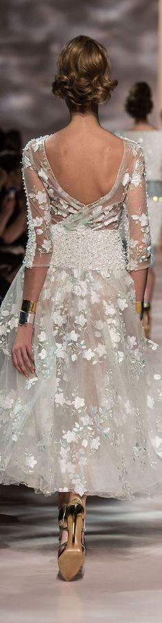 GEORGES CHAKRA printemps 2015 couture.  Comme  pluie de fleurs blanches.