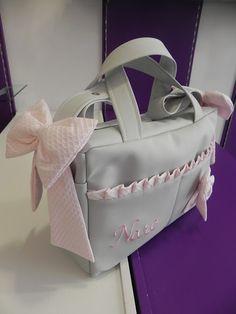 b e b e t e c a: UPPABABY EN GRIS Y ROSA Bolso de maternidad en polipiel gris con preciosos detalles en rosa. bebetecavigo