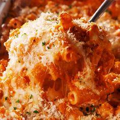ziti bake & ziti recipes _ ziti _ ziti recipes easy _ ziti with ricotta cheese _ ziti recipes bakedziti _ ziti bake _ ziti pasta recipes _ ziti instant pot I Love Food, Good Food, Yummy Food, Tasty, Vegetarian Recipes, Cooking Recipes, Meatless Pasta Recipes, Healthy Recipes, Cuisine Diverse