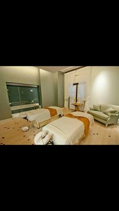 Couples room, book your couples massage.