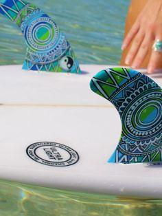 Hand painted surfboard fins – Green Mandala – by Finatics