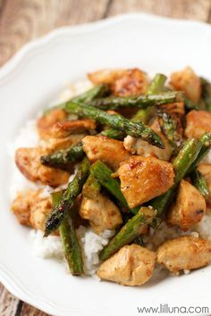 Healthy and delicious Lemon Chicken and Asparagus Stir Fry - YUM! { lilluna.com } Chicken and Asparagus served over rice packed with lots of delicious flavors!